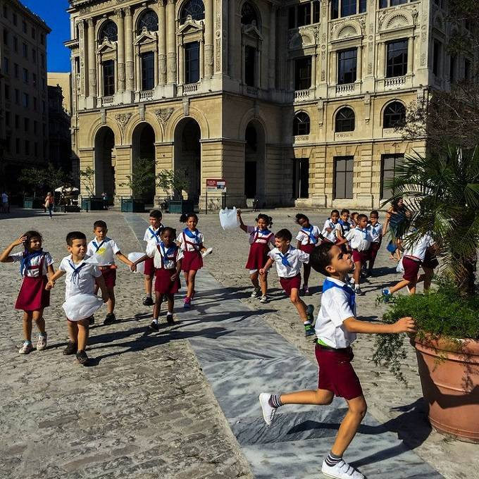12school_uniforms_around_the_world