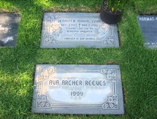 20150905-102400-reeves-girlfriend-grave-1024x576_520x394