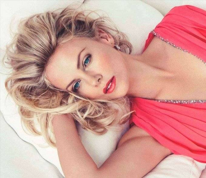 Charlize-Theron-in-Vogue-May-2010-3