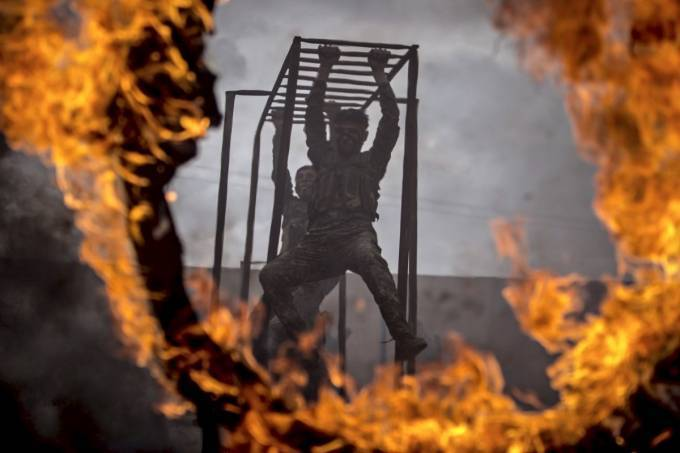 other-middle-eastern-militia-forces-put-their-fighters-through-intense-looking-training-in-syria-members-of-the-kurdish-ypg-train-on-monkey-bars-and-fire-obstacles