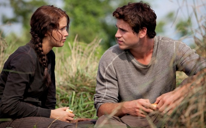 Katniss-Everdeen-Jennifer-Lawrence-and-Gale-Hawthorne-Liam-Hemsworth-in-THE-HUNGER-GAMES-1680x1050-wide-wallpapers.net