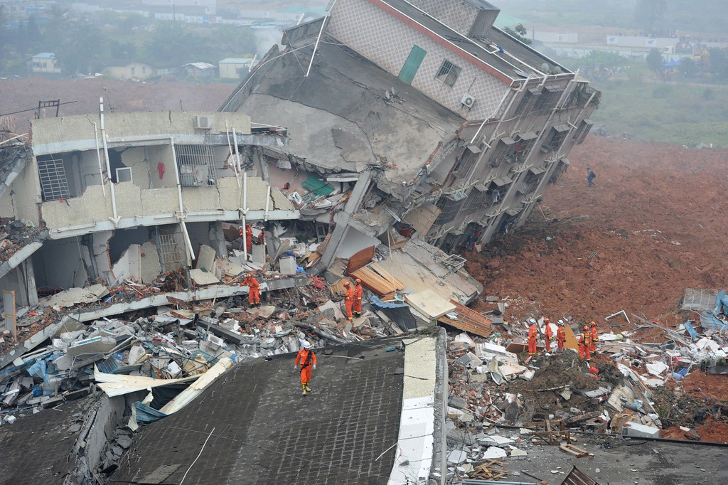 Rescuers look for survivors after a landslide hit an industrial park in Shenzhen, south China's Guangdong province on December 20, 2015. A massive landslide at an industrial park in southern China buried 22 buildings and left 22  people missing on December 20, state media reported, as more than 1,500 emergency workers searched the scene. AFP PHOTO / AFP / STRSTR/AFP/Getty Images