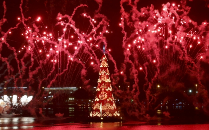 brazil 53 metre tree, 2.5 mil lights