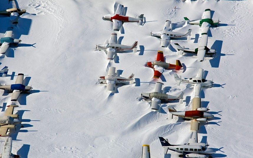 18 Small planes are snowed in at the closed Bridgeport, Connecticut, airport