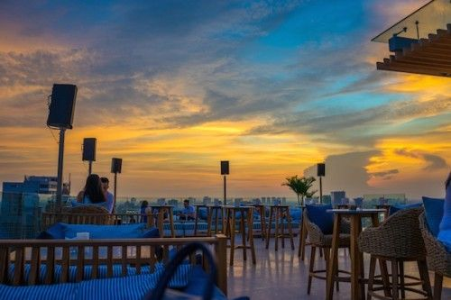 Sunset-in-The-Social-Club