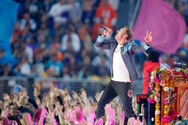 SANTA CLARA, CA - FEBRUARY 07: Chris Martin of Coldplay performs during the Pepsi Super Bowl 50 Halftime Show at Levi's Stadium on February 7, 2016 in Santa Clara, California. (Photo by Sean M. Haffey/Getty Images)