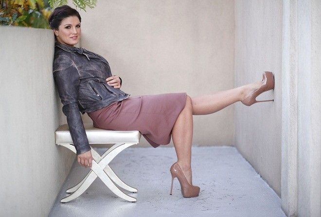"Mixed Martial Arts (MMA) fighter and actress Gina Carano poses for a portrait while promoting the film ""Haywire"" in Beverly Hills, California, January 7, 2012. REUTERS/Danny Moloshok (UNITED STATES - Tags: ENTERTAINMENT SPORT)"