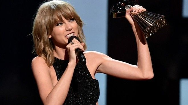 taylor-swift-iheartradio-music-awards-gi