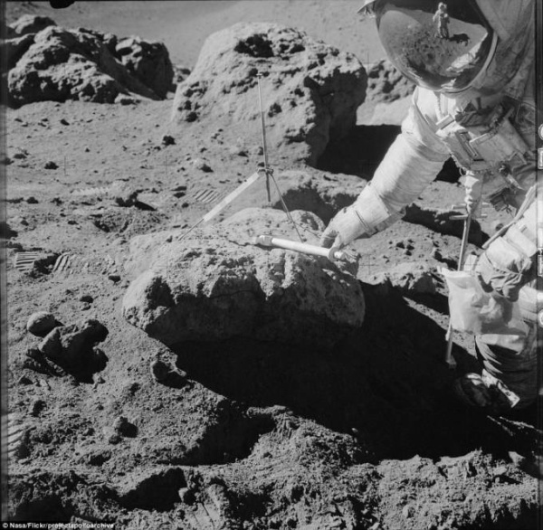 2D2A4C2C00000578-3263157-Kipp_Teague_who_runs_the_Apollo_Archive_told_The_Planetary_Socie-a-58_1444220350076