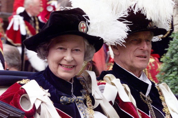 WINDSOR, UNITED KINGDOM:  Britain's Queen Elizabeth II and Prince Philip leave by carriage Saint Georges Chapel in Windsor 14 June 1999 after a church service that is part of the Garter ceremony. (Photo credit should read MARTYN HAYHOW/AFP/Getty Images)