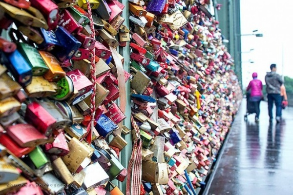 Cologne's love locks bridge2