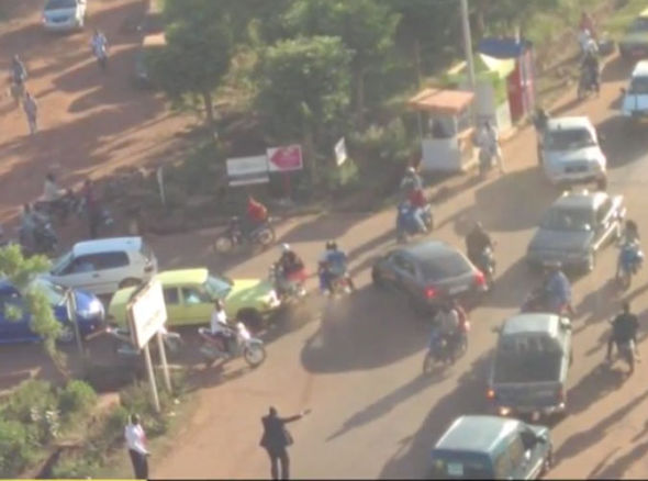Chaos-on-the-streets-around-the-hotel-in-Mali-394759