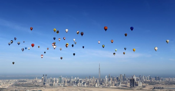 """Hot air balloons fly over Dubai during the World Air Games 2015, held under the rules of the Federation Aeronautique Internationale (FAI) as part of the """"Dubai International Balloon Fiesta"""" event, United Arab Emirates December 9, 2015. REUTERS/Karim Sahib/Pool"""