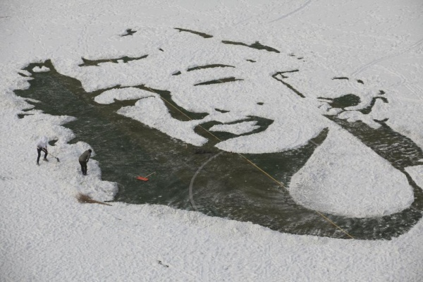University students create an image of Marilyn Monroe by clearing snow on a soccer pitch, in Changchun, Jilin province, China, December 8, 2015. REUTERS/Stringer