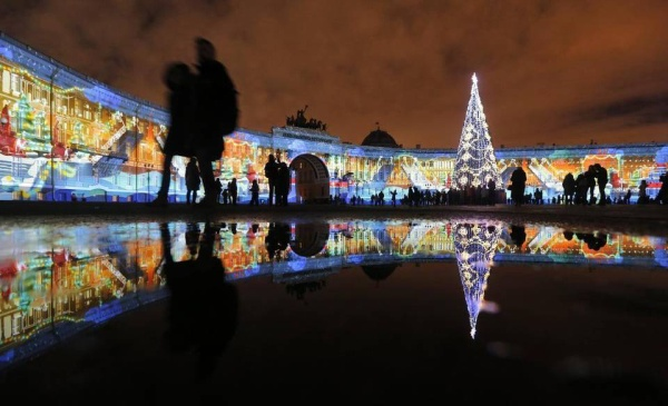 light show in st petersburg russia at dvortsovaya (palace) square