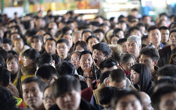 A man yawns at a railway station in Taiyuan, Shanxi province, February 16, 2015. The Chinese Ministry of Transport said a total of 2.807 billion trips are expected to be made during the 40-day Spring Festival travel rush, which started on February 4 and will last until March 16, Xinhua News Agency reported. REUTERS/Jon Woo (CHINA - Tags: TRANSPORT SOCIETY TPX IMAGES OF THE DAY) CHINA OUT. NO COMMERCIAL OR EDITORIAL SALES IN CHINA