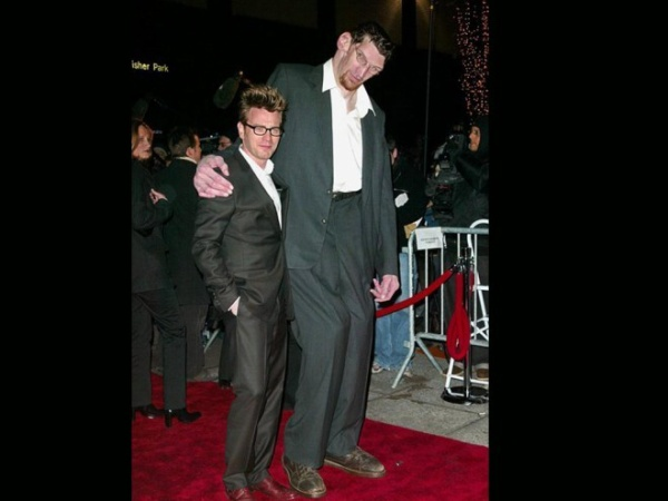 Ewan McGregor and Matthew McGrory World Premiere of Big Fish , at the Ziegfeld Theater, New York City. 12-4-03 John Spellman / Retna Ltd.