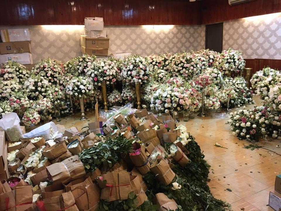 """Riêng chi phí cho 2 thùng container hoa tươi nhập từ Đà Lạt về để trang trí đã """"ngốn"""" hết gần 1 tỷ đồng."""