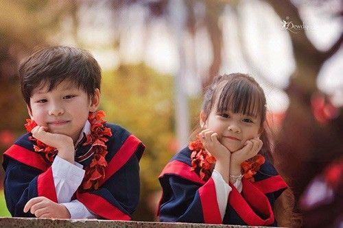 Mới đây, Phương Ly kết thúc năm học mẫu giáo cuối cùng để chuẩn bị cắp sách đến trường, bước vào quãng đời học sinh tiểu học, chị Bích Phương - mẹ của Phương Ly thực hiện một bộ ảnh kỷ niệm cho con gái.