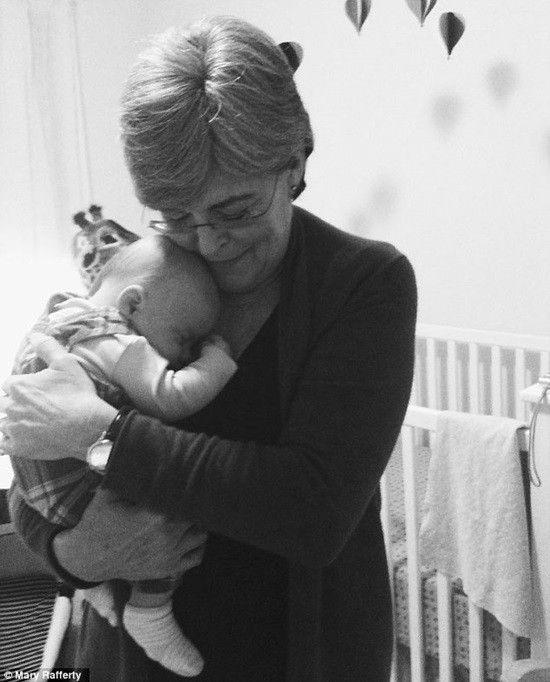 Sinh con ở tuổi 61 thực sự là một rủi ro lớn đối với Kristine nhưng bà đã không ngại vượt qua giới hạn của bản thân để mang đến hạnh phúc cho con gái. Tình mẫu tử đã giúp người phụ nữ này làm được một việc ngỡ là không tưởng.