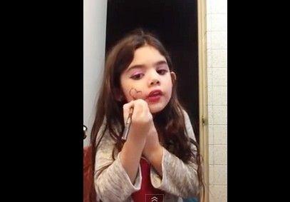 Sẽ ra sao nếu trẻ thích make up liệu ảnh hưởng gì tới cơ thể? 2