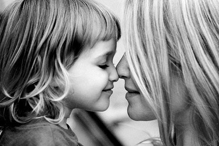 Sẽ ra sao nếu trẻ thích make up liệu ảnh hưởng gì tới cơ thể? 4