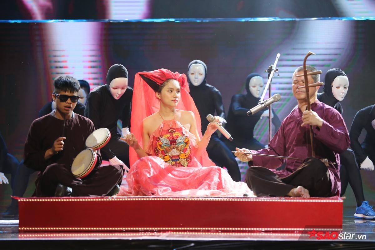 Với tiết mục mang âm hưởng dân ca, Hương Giang sẽ lần đầu mang đến sân khấu Remix một tiết mục mang đậm văn hóa miền Bắc.