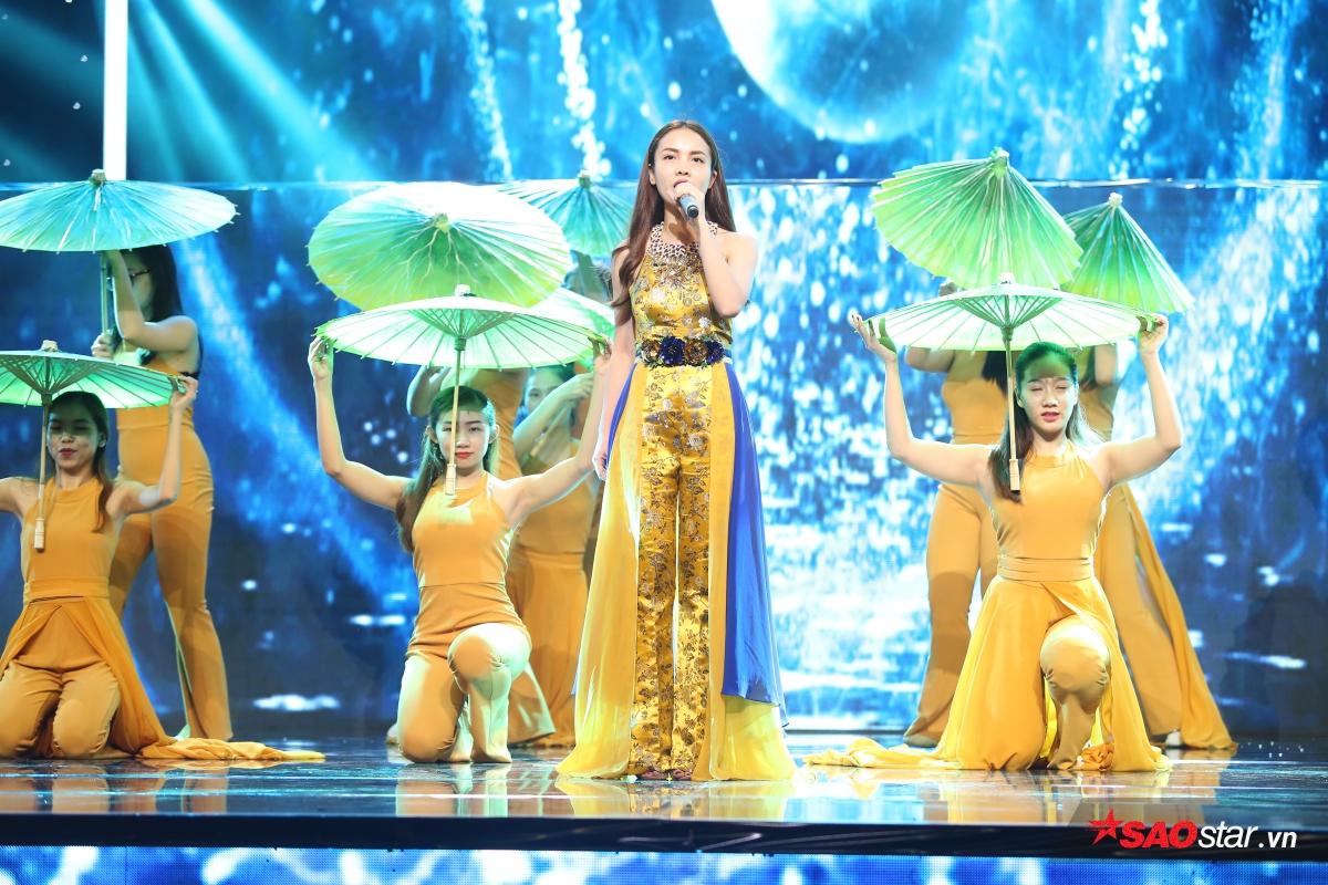 Sau sự cố trang phục ở đêm Chung kết 1, Yến Trang có phần đầu tư chu đáo hơn trong đêm thi cuối cùng hôm nay.