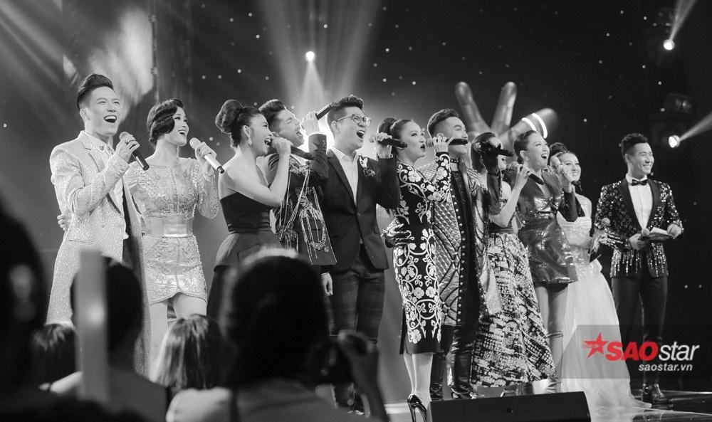 Màn hòa giọng của bộ tứ HLV cùng top 5 thí sinh xuất sắc nhất.