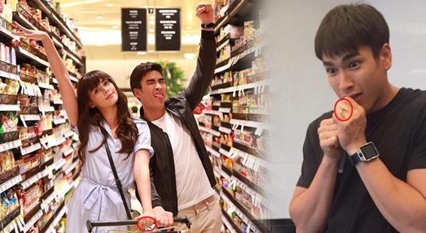 Họ cứ như một đôi vợ chồng rủ nhau đi siêu thị vào cuối tuần vậy…