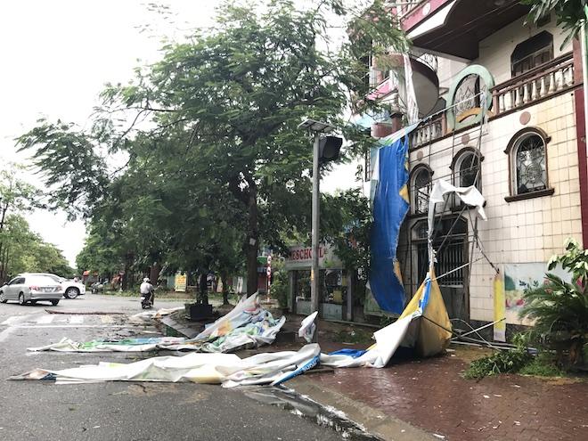 Cảnh tan hoang sau cơn bão số 2 đi qua tại 1 trường mầm non tư thục trên địa bàn TP. Vinh.