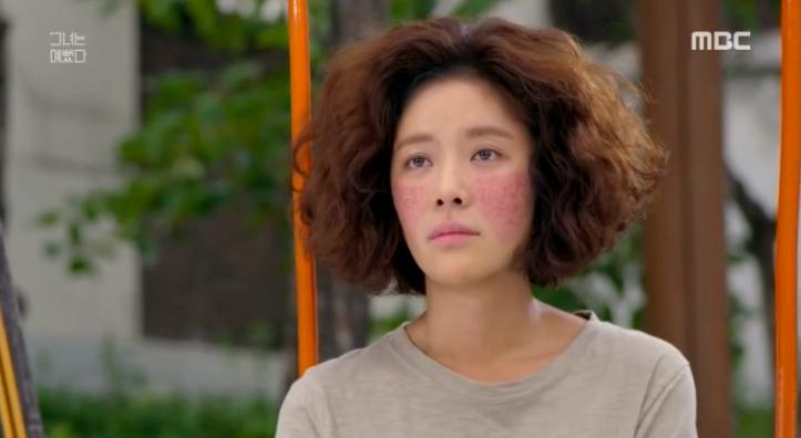 Mặc cho phiên bản gốc Kim Hye-jin đầu bù tóc rối, mặt có tàn nhang và vết chàm đỏ nhưng vẫn khá xinh.