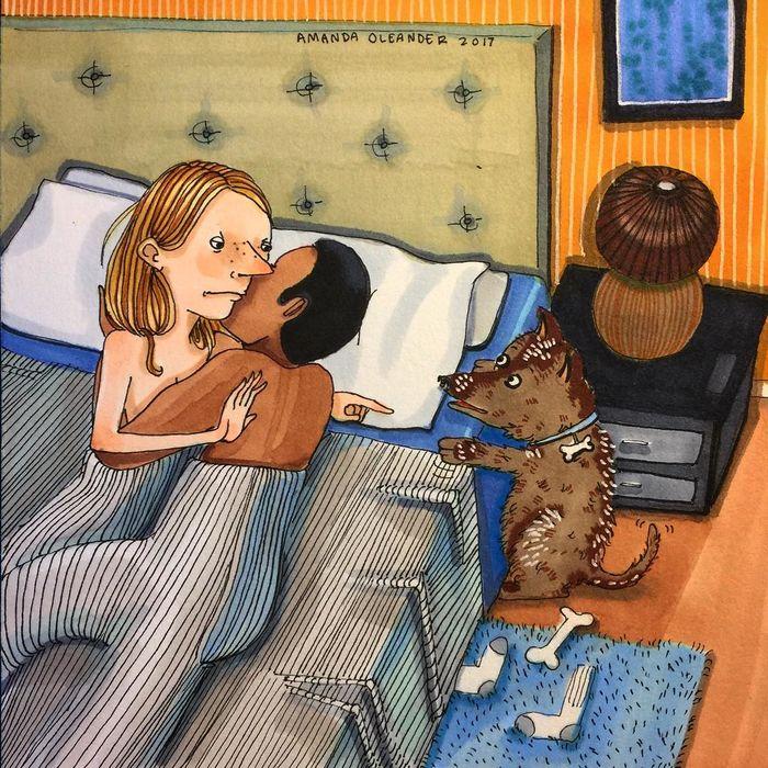 """Khoảnh khắc khi chú chó cưng """"phá bĩnh"""" giây phút tình cảm của bạn và người yêu thật đúng là """"dở khóc dở cười""""."""
