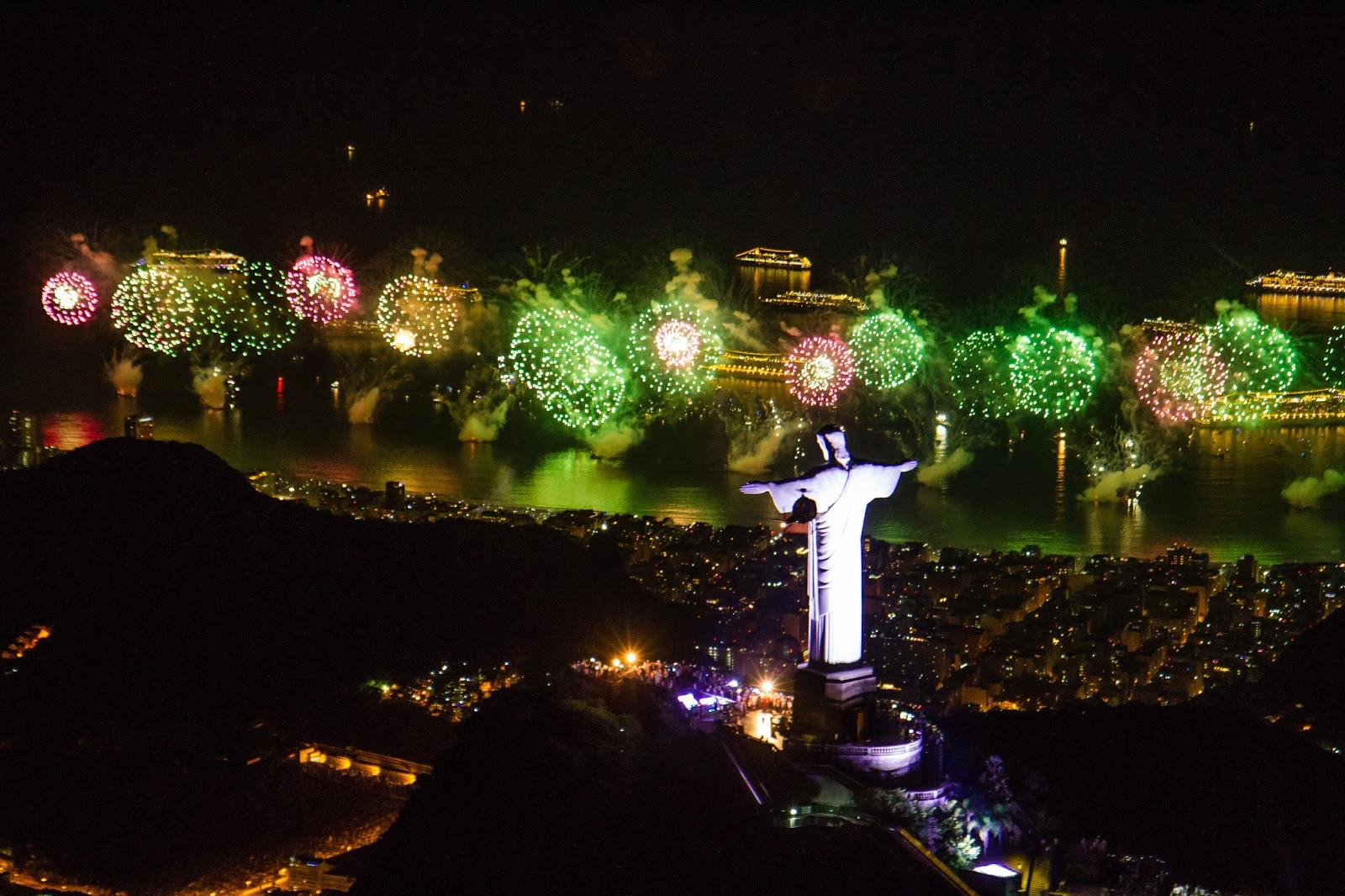 Năm nay, người dân Brazil cũng được chứng kiến màn pháo hoa lâu hơn năm ngoái, kéo dài tới 17 phút. Để đảm bảo an ninh trong đêm giao thừa,12.752 nhân viên cảnh sát và 1.393 chiếc xe đã được huy động tới nơi tổ chức sự kiện từ 8 giờ sáng nay.