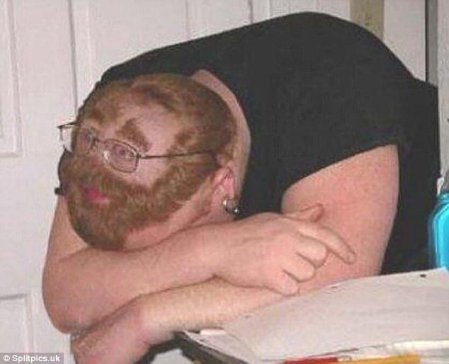 """""""Thưa cô, em đâu có ngủ gật trong giờ học, em vẫn luôn tỉnh táo nghe bài giảng của cô mà""""."""