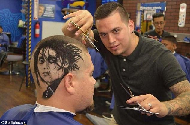 """Bạn không được trời phú cho khuôn mặt điển trai lãng tử như nam tài tử Johnny Depp. Vậy thì hãy nhờ đến nhà tạo mẫu tóc này để có được """"bộ mặt như ý""""."""