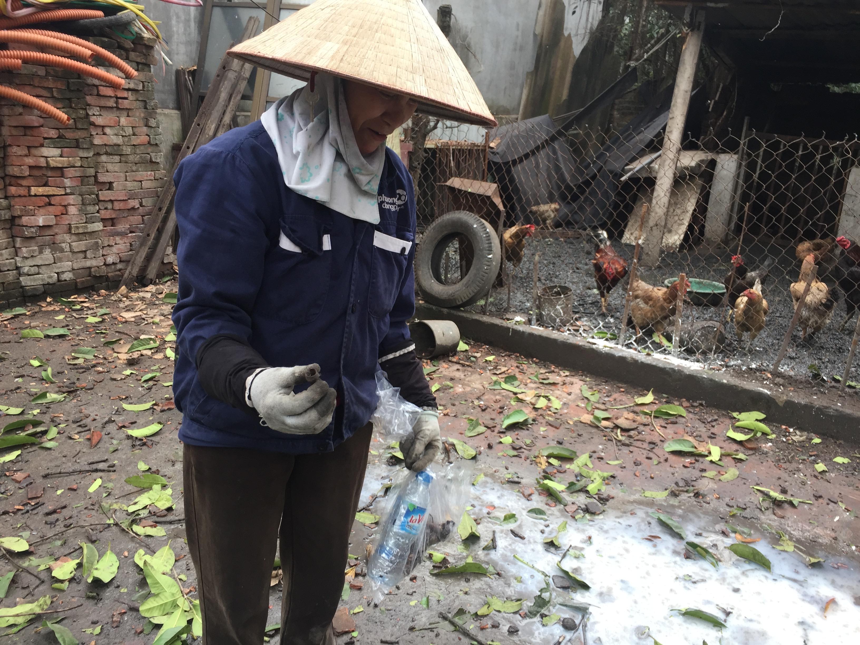 Quanh xã Văn Môn, chỗ nào người dân cũng dễ dàng nhặt được đầu đạn.