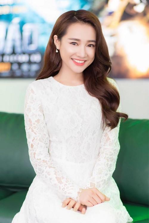 Nhã Phương rất xinh đẹp nhưng so về kiểu dáng, thì cô thường chọn những chiếc váy an toàn và phù hợp với vóc dáng của mình.