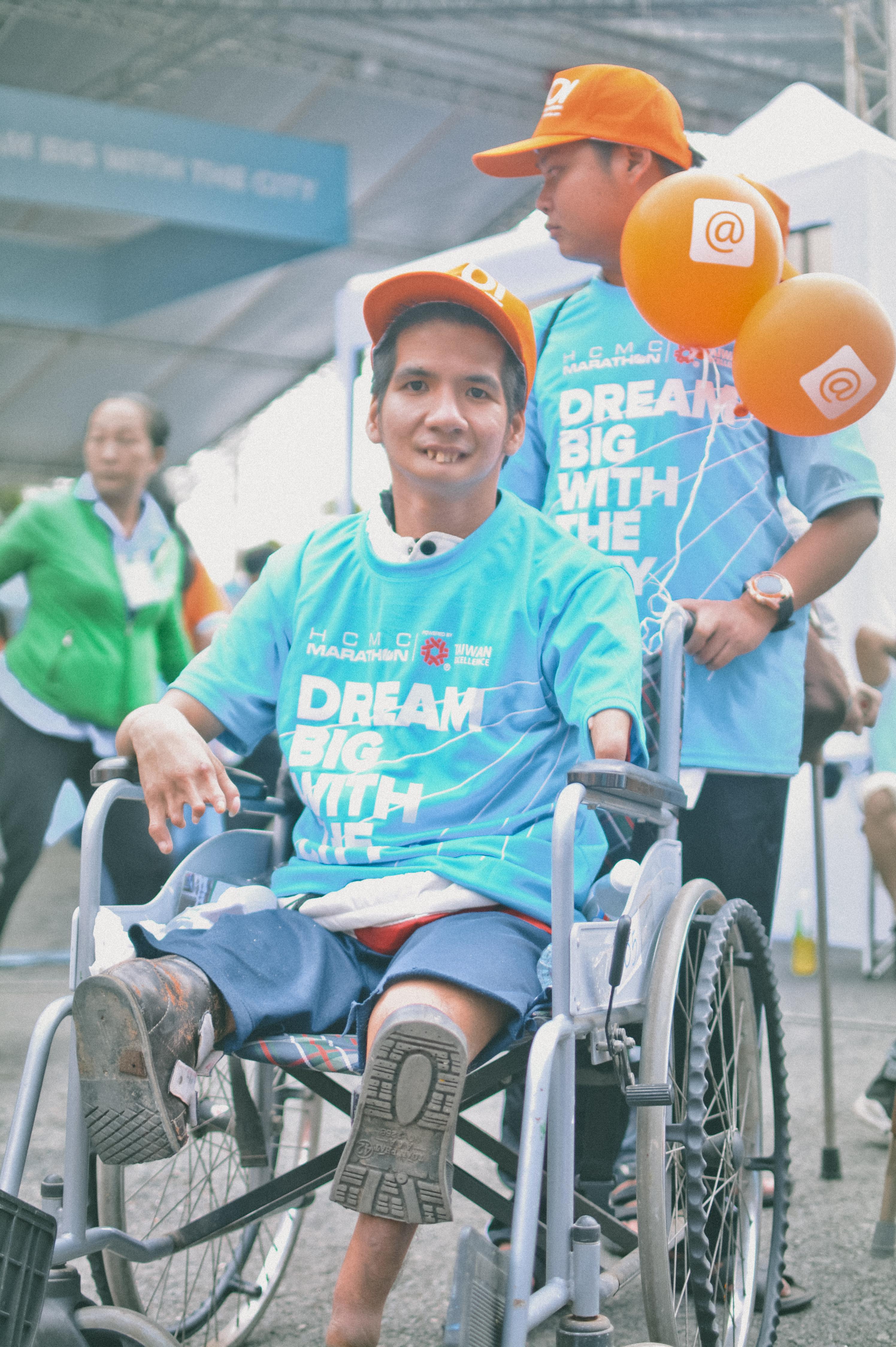 Hình ảnh rạng ngời của người khiếm khuyết sẽ là thông điệp mạnh mẽ mà dự án Sáng kiến Màu cam truyền đến mọi người về nghị lực sống phi thường của họ.