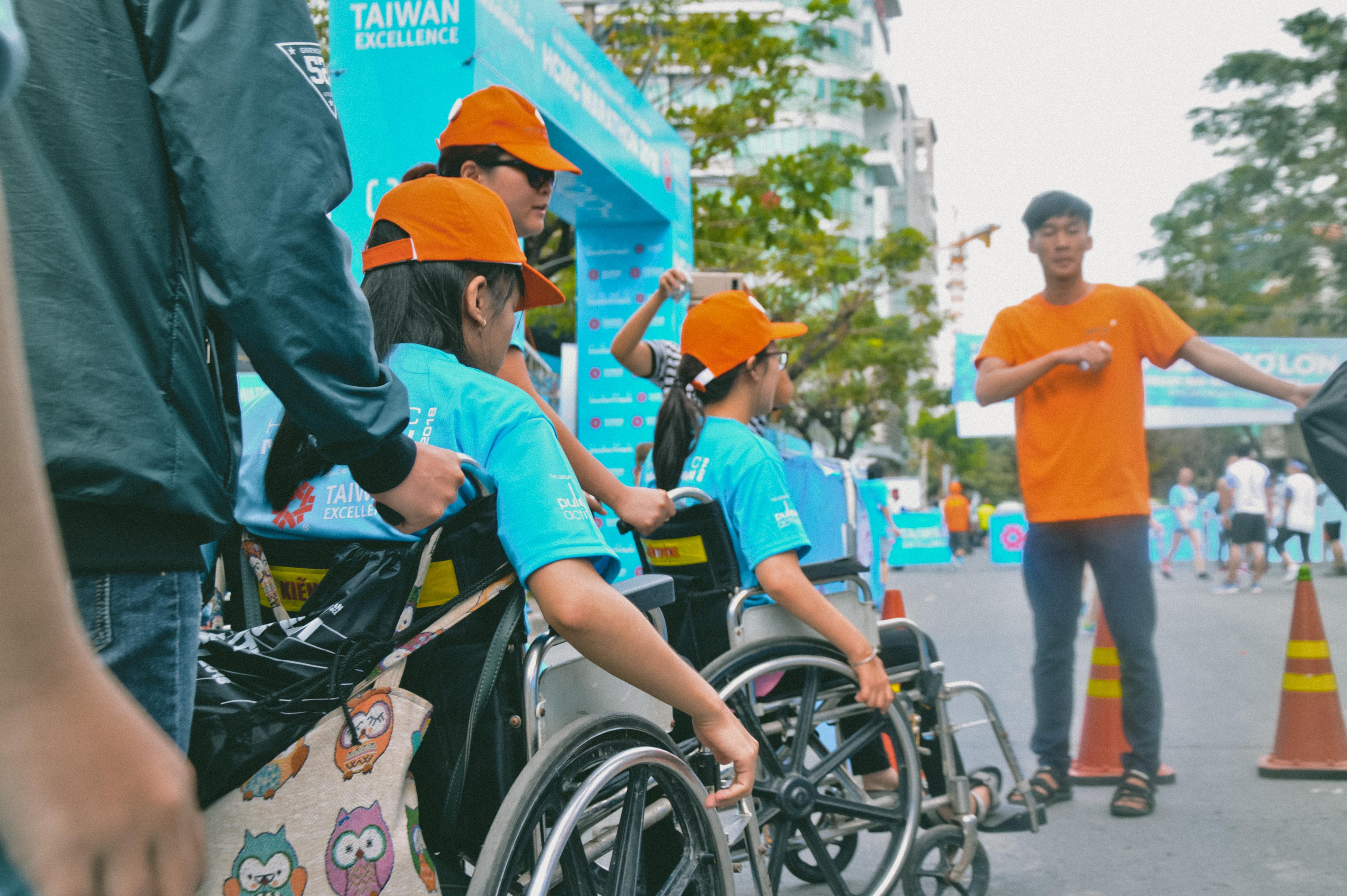 """Bà Tôn Nữ Thị Ninh (Chủ tịch Qũy Hòa bình và Phát triển TP HCM) cho biết: """"Hoạt động đã tạo cơ hội giúp những người khiếm khuyết cơ thể vượt lên mặc cảm, tự tin vào khả năng phi thường của bản thân mình thông qua việc chinh phục đường đua 5 km""""."""