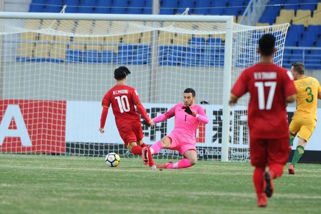 Tiền đạo mang áo số 10 có 2 cơ hội ngon ăn trong hiệp 1 nhưng không tận dụng được dù đã rất nỗ lực. Ảnh AFC.