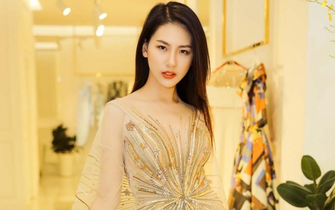 Giải Vàng Siêu mẫu Quỳnh Hoa đi thử đồ, chuẩn bị đảm nhận vedette show thời trang