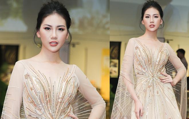 Siêu mẫu Vàng Quỳnh Hoa đẹp như nữ thần 'quét sạch' thảm đỏ sự kiện
