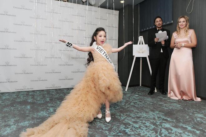 6 tuổi đã đăng quang ngôi Hoa hậu tầm cỡ thế giới khiến nhiều người ngỡ ngàng