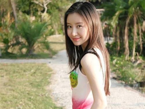 Thư Sướng là mẫu nghệ sĩ đa năng của làng nghệ Hoa Ngữ.