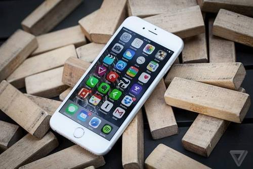 Những tin đồn về iPhone 6s được cho là 1 trong những nguyên nhân khiến doanh số iPhone quý vừa qua sụt giảm. Ảnh: The Verge.