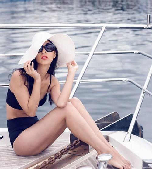 Học fashionista bí quyết chọn đồ bơi cho cô nàng ngực lép