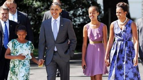 Vào ngày 24/7, ông Barack Obama lần đầu trở về thăm quê nội trên cương vị tổng thống Mỹ. Gia đình đệ nhất tại Washington, gồm các thành viên như ông Obama, phu nhân Michelle, hai con gái Sasha và Malia đã trở thành những gương mặt phổ biến đối với thế giới. Tuy nhiên, rất ít người biết về những họ hàng bên nội của ông chủ Nhà Trắng.