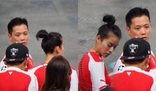 Người đẹp và bạn trai sang Singapore cổ vũ cho đội Arsenal.