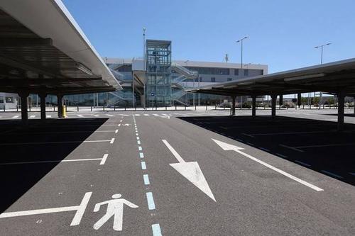 Vẻ hoang vắng bên trong 'sân bay ma' ở Tây Ban Nha